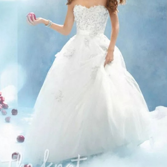 84d3198b8ebe0 Alfred Angelo Dresses & Skirts - Alfred Angelo snow white wedding dress
